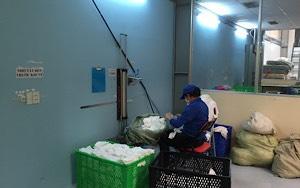 Nhân viên Hoàng Mai phân loại vải vụn để chuyển đi may